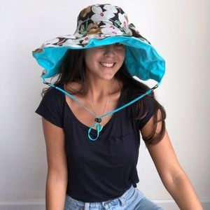 Accessories - Floral vintage 2 sided rain hat corded